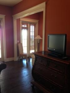 pavlin master bedroom